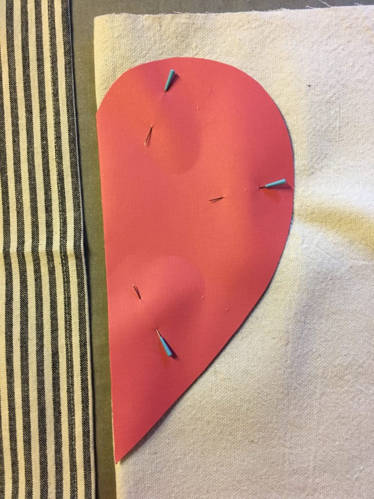 DIY Valentines Gift. How to make a reusable heat pack. Homemade valentines gift. Quick and easy gift idea. DIY gift ideas. #homemadeonourhomestead #handmadehome #DIYgiftideas #howtomakeareusableheatingpad