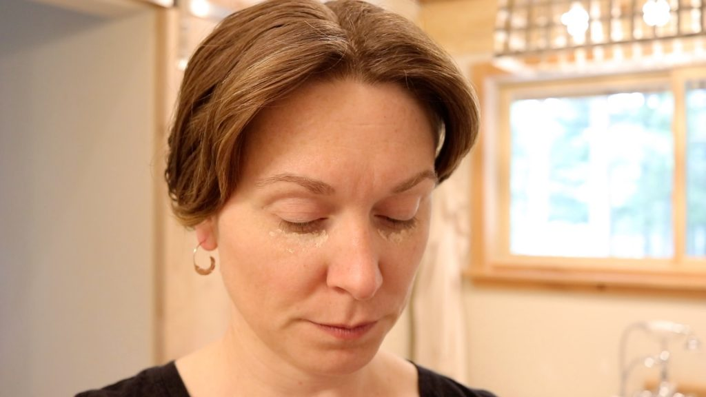 best non-toxic makeup. my simple makeup routine over 40. #bestnontoxicmakeup #simplemakeuproutineover40 #easynauturalmakeuproutine #5 minute makeup #minimlastmakeuproutine #bestnaturalmakeup #cleanmakeup #homemadeonourhomestead
