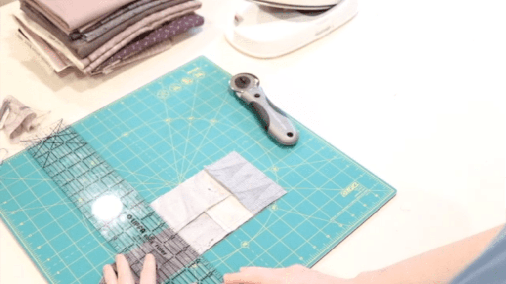 how to sew a simple log cabin block. how to make a log cabin block for beginners. log cabin quilt block tutorial. how to sew a log cabin quilt block. Simple log cabin block quilting tutorial. homemade on our homestead. simple sewing series.